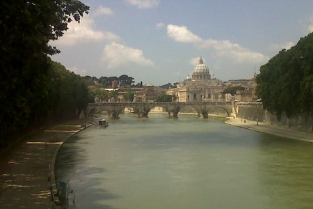 Roma , San Pietro visto dal Tevere (foto Anna Maria De Luca)