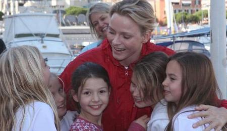 La Princesse Charlène soutient la No Finish Line. En 2012, elle est venue auprès des enfants qu'elle a félicité pour leur engagement auprès de l'association.