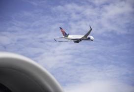 Jet-setter internazionale con un Boeing 767-300ER Delta